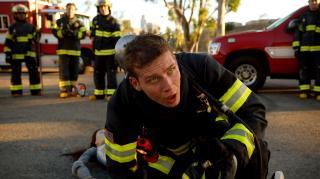 911 служба спасения / 9-1-1 [Сезон: 3, Серии: 1-10 (18)] (2019) WEB-DL 1080p | TVShows