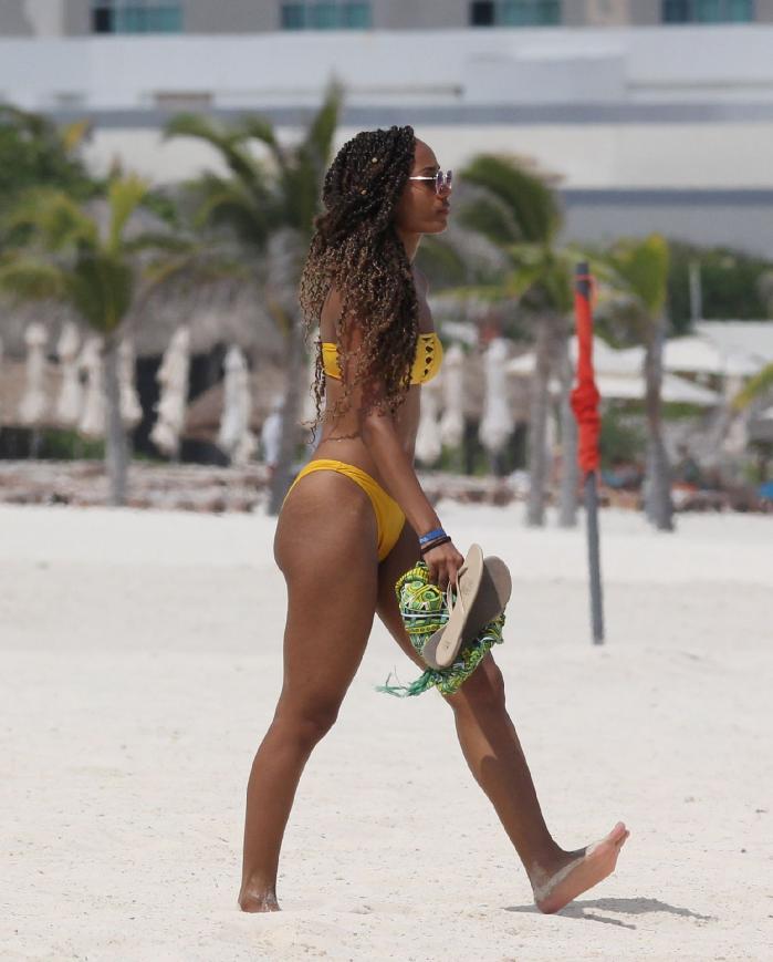 Roxanne Didier Hot & Sexy (11 Bikini Photos)